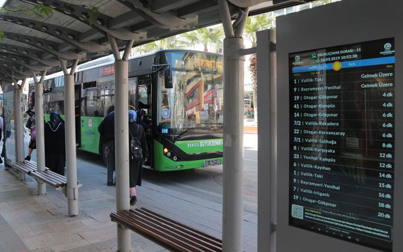 Büyükşehir Belediyesi, akıllı duraklara özel ekranlar yerleştiriyor