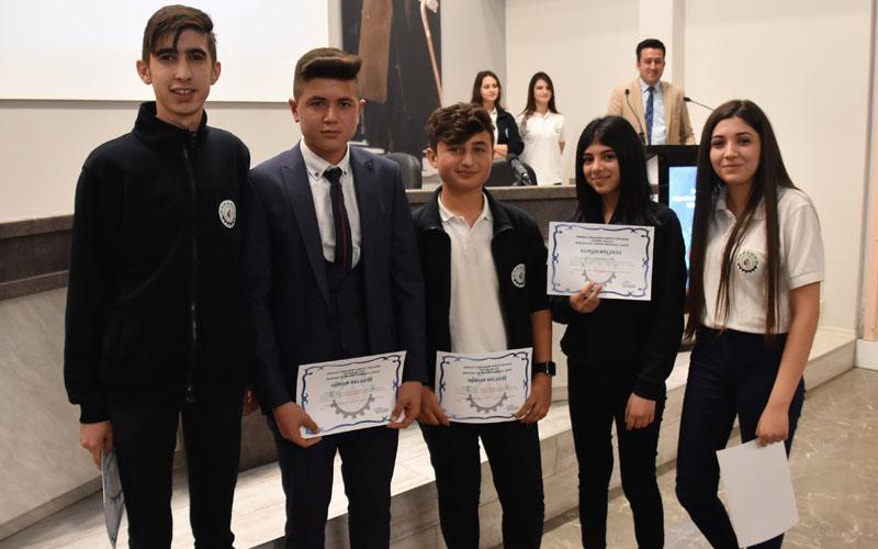 DOSTEK Koleji'nde en güzel İstiklal Marşı okuma yarışması yapıldı