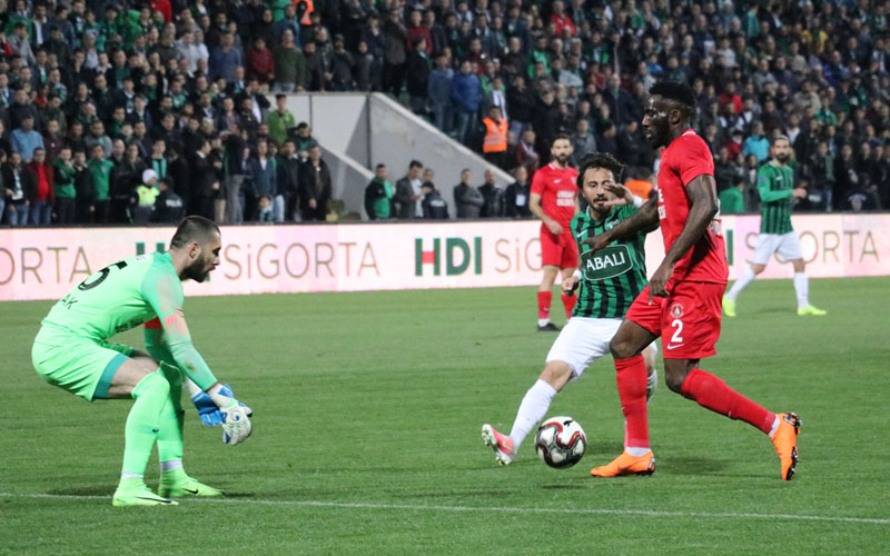Denizlispor-Ümraniyespor maçında gol sesi çıkmadı: 0-0