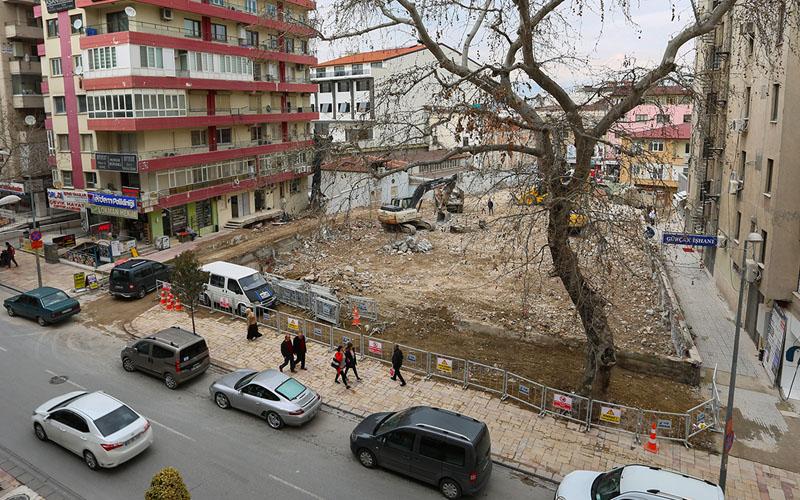 Hastane binası yıkımı gecikti, Rektör Bağ özür diledi