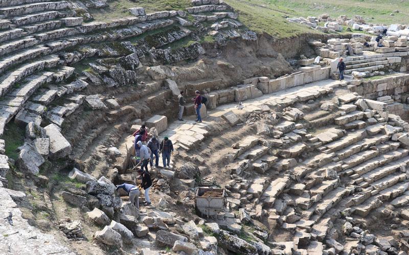 Prof. Dr. Şimşek: Arkeolojik kazıların 12 ay yapılması turizme katkı yapacak