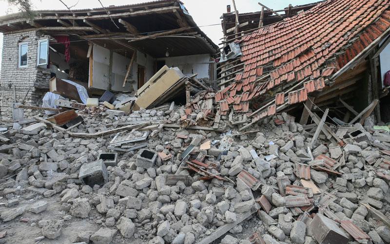 Karahan: Depremde zarar gören 500'e yakın orta ve ağır hasarlı ev var
