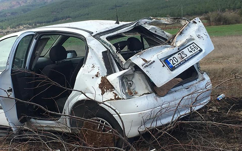 Otomobil tarlaya yuvarlandı, imam yaralandı