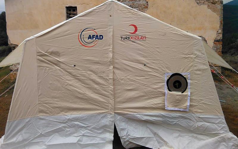 Deprem bölgesinde oy çadırı kuruldu