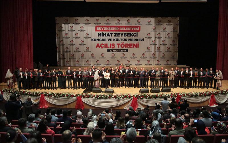 Büyükşehir Belediyesi Kongre ve Kültür Merkezi açıldı