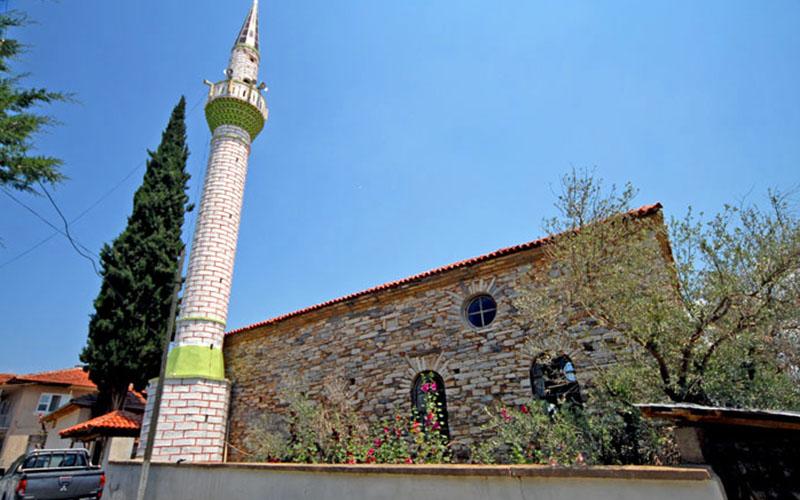 Usta ellerden çıkan taş yapı: Kuyucak Camii