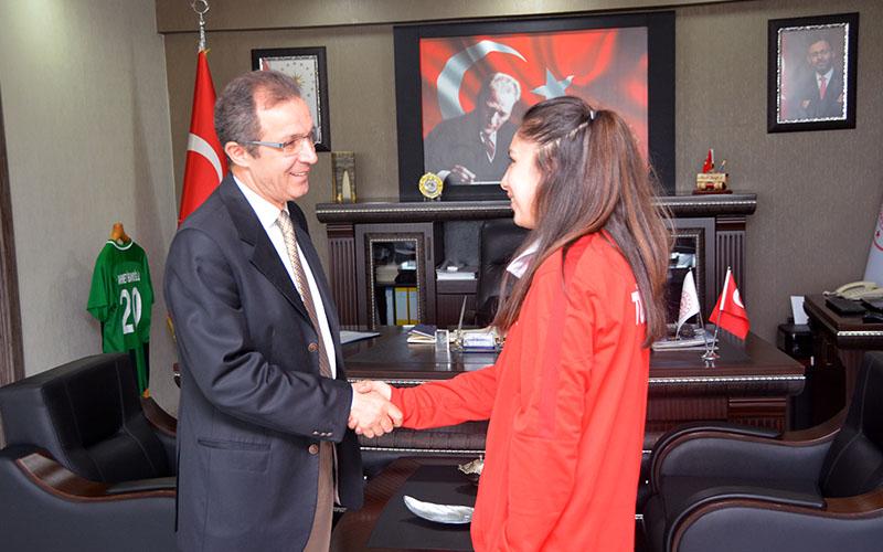 Merveli Türk Milli Takımı Akdeniz dart şampiyonu oldu