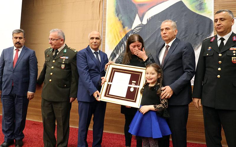 4 şehit ailesine Devlet Övünç Madalyası