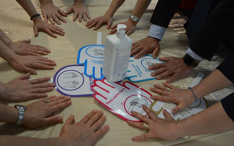 Kirliliğe karşı sıkça suya ve sabuna dokunun
