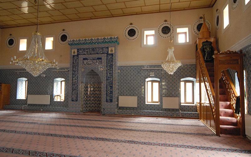 Tavas Çarşı Camisi iç mimarisiyle dikkati çekiyor