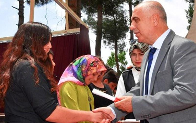Diplomalarını Vali Karahan verdi