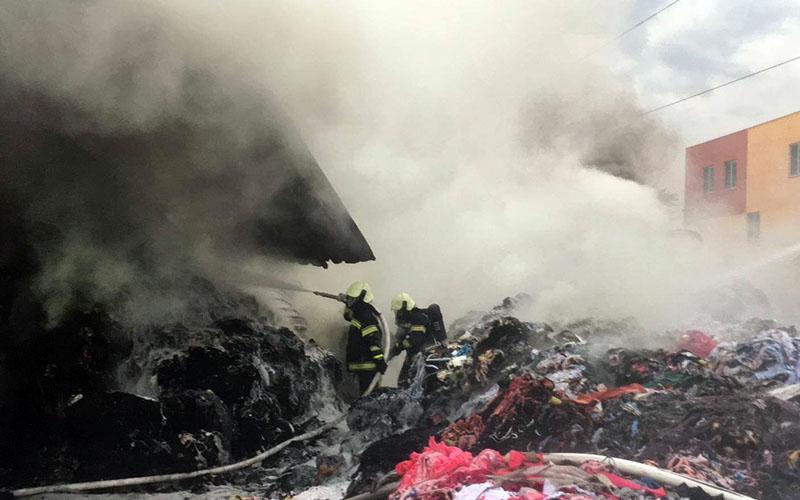 Tekstil atığı dönüşüm tesisinde yangın
