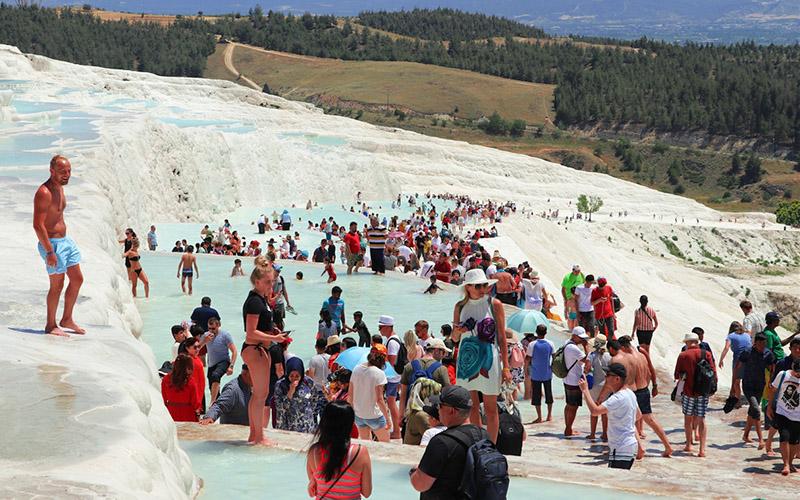 Bayram tatilinde Pamukkale'ye turist akını