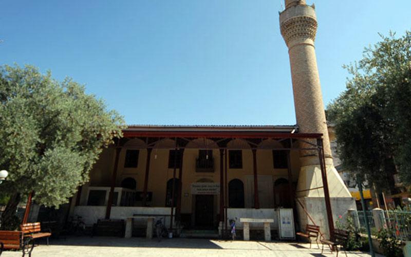 Selçuklu işlemeleriyle bezeli: Sarayköy Çarşı Camii