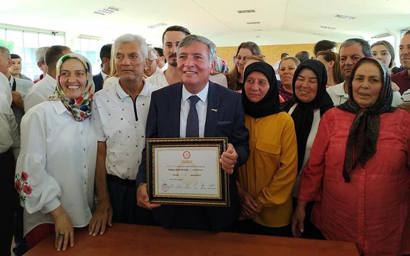 Honaz Belediye Başkanı Kepenek mazbatasını aldı