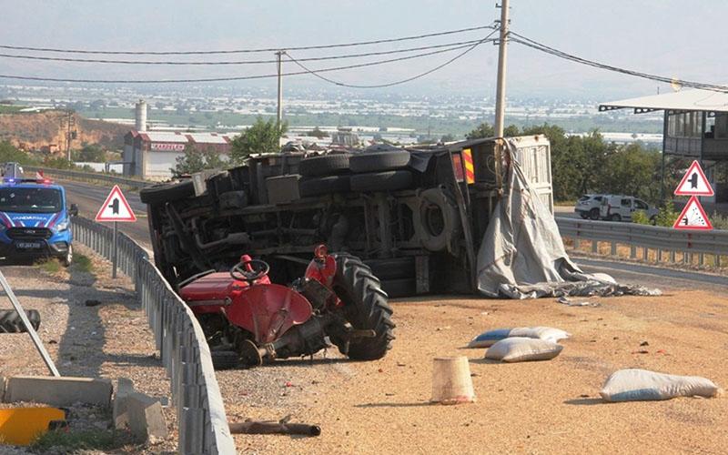 Buldan-Sarıgöl yolunda kaza: 2 ölü