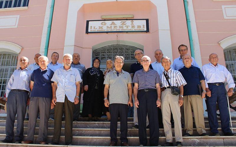 Gazi İlk Mektebi'nin mezunları 60 yıl sonra buluştu