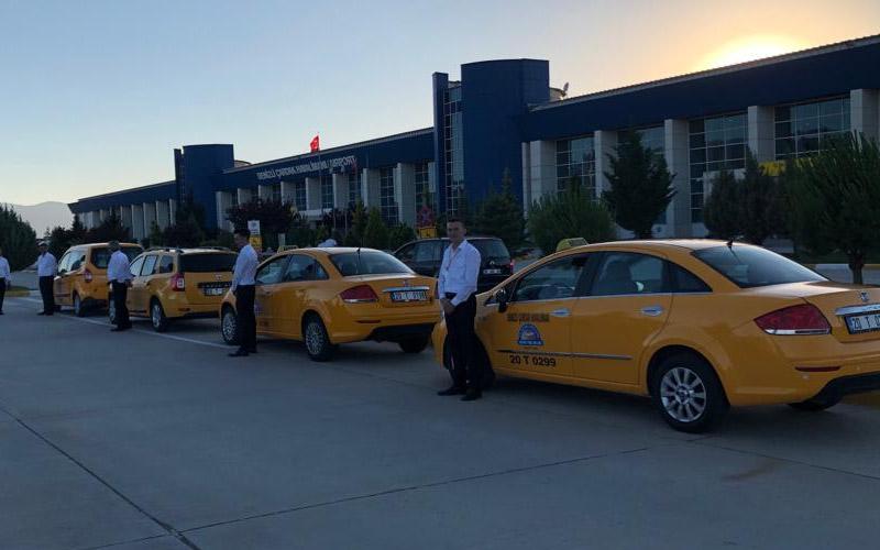 Çardak Havalimanı'na taksi ücreti 120 TL