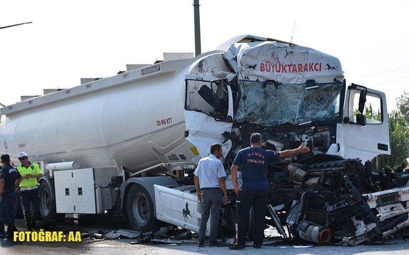 Akaryakıt yüklü tır, kamyona arkadan çarptı