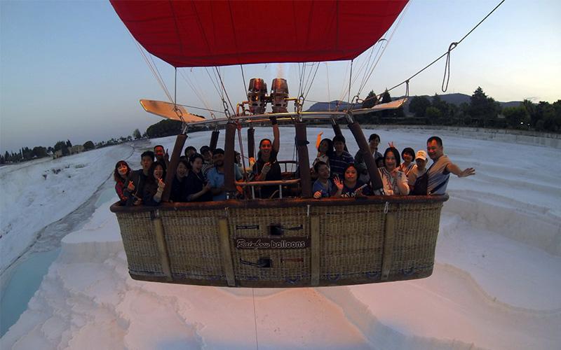 Pamukkale semalarında kadın pilotlarla balon turu