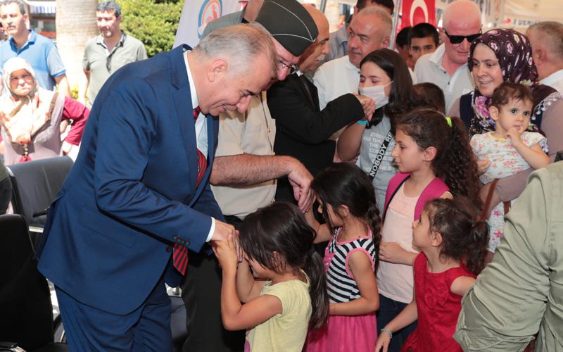 Protokol ile halk Çınar'da bayramlaştı