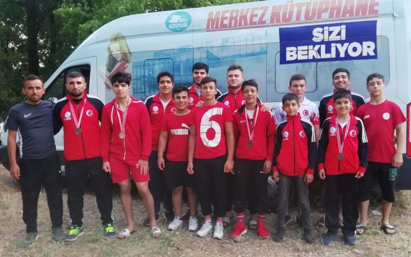 Merkezefendili güreşçiler Köyceğiz'de er meydanına çıktı