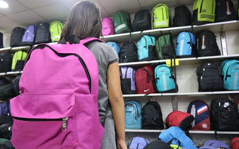 Ağır okul çantası kronik rahatsızlığa yol açıyor