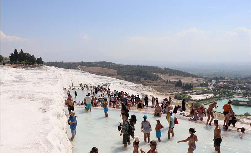 Pamukkale'ye üç ayda 1 milyon turist