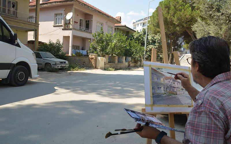 İlçesini sokak sokak tabloya yansıtıyor