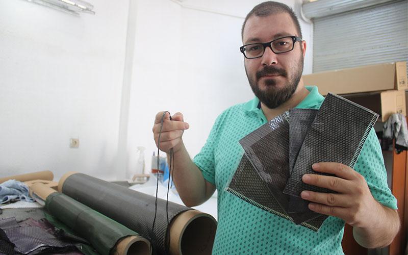 Genç tasarımcı kumaşla araba parçaları üretiyor