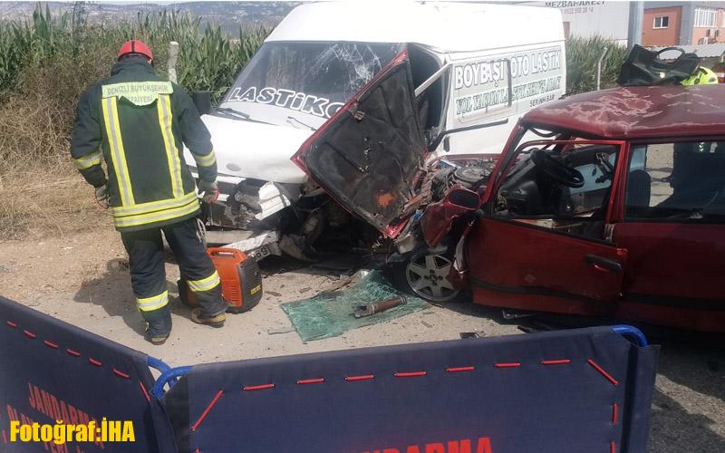 Denizli'de otomobille kamyonet çarpıştı: 2 ölü, 1 yaralı