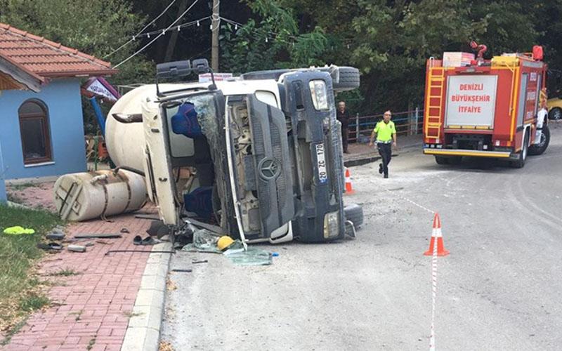 Dev araç devrildi, sürücü içinde sıkıştı