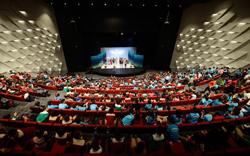 Ege'nin en büyük kongre ve kültür merkezi on binleri ağırlıyor