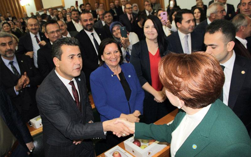 İYİ Parti il yönetiminden meclis grubuna elmalı ziyaret