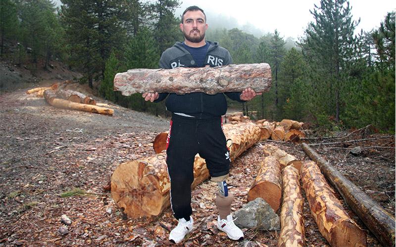 Halterin protez bacaklı şampiyonu: Halil Dağ