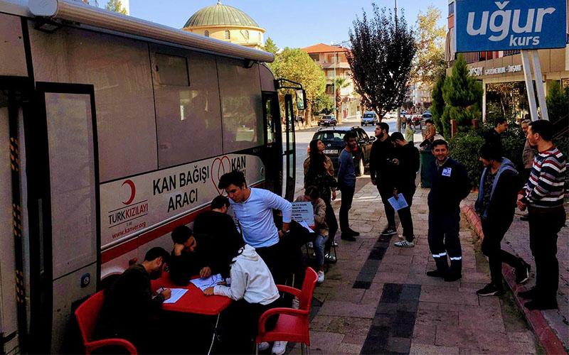 Uğur Kurs öğrenci ve öğretmenlerinden Kızılay'a kan bağışı