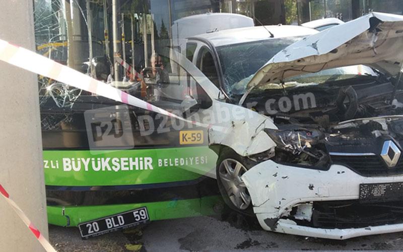 Belediye otobüsüyle otomobil çarpıştı: 8 yaralı