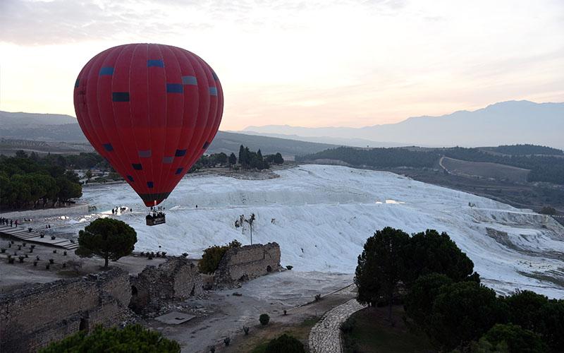 """Eski Müze Müdürü'nden """"balonlara yasak"""" çağrısı"""