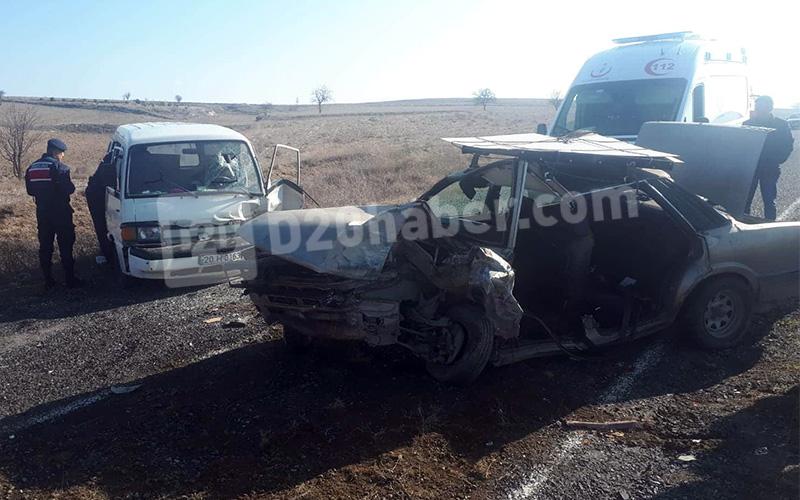 Otomobil ile hafif ticari araç çarpıştı: 1'i ağır 3 yaralı