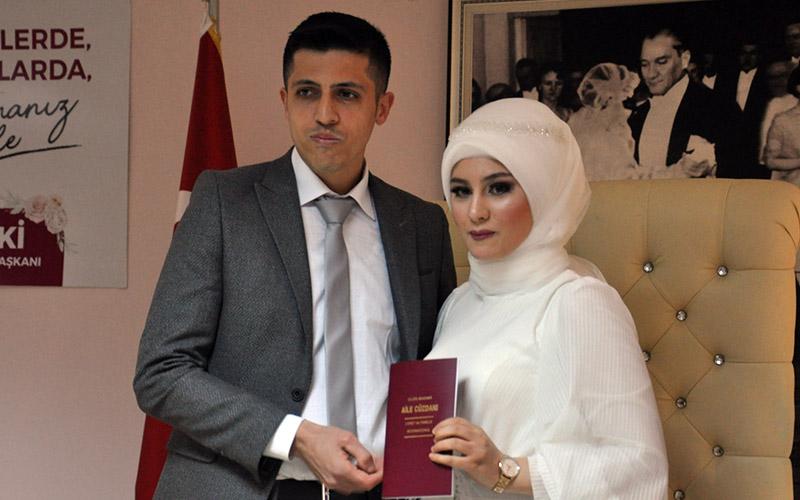 30 çift 14 Şubat Sevgililer Günü'nde dünya evine girdi
