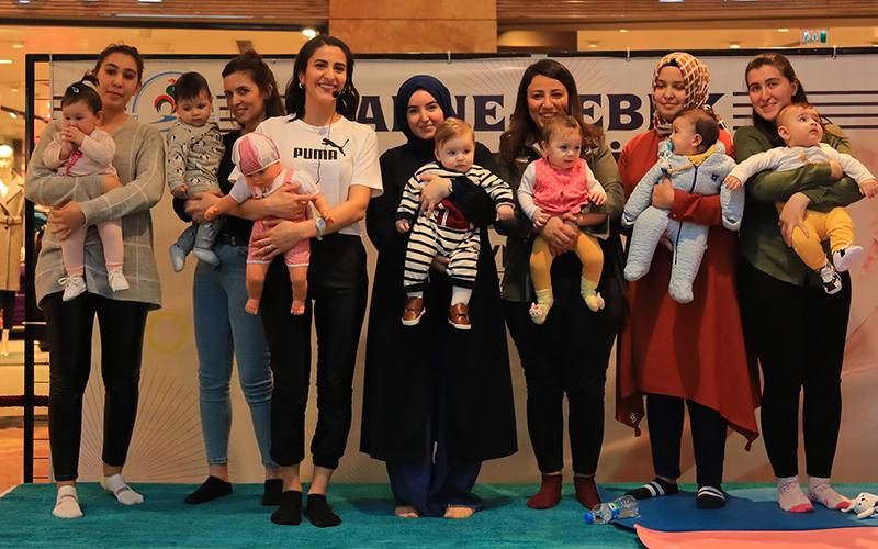 Pamukkale Belediyesi'nce düzenlenen eğitimde bebek masajının önemi anlatıldı