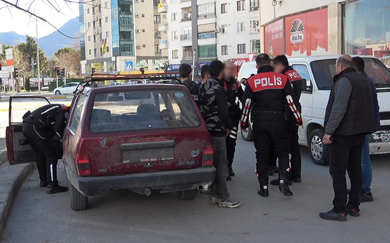 Dur ihtarına uymadılar çıkmaz sokakta yakalandılar