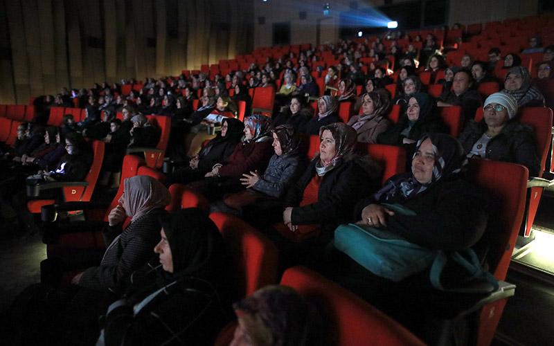 Büyükşehir Belediyesi Kadın Meclisi'nden 500 kadına sinema keyfi