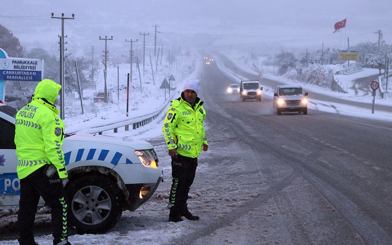 Kar, buzlanma ve sis nedeniyle ulaşım kontrollü sağlanıyor