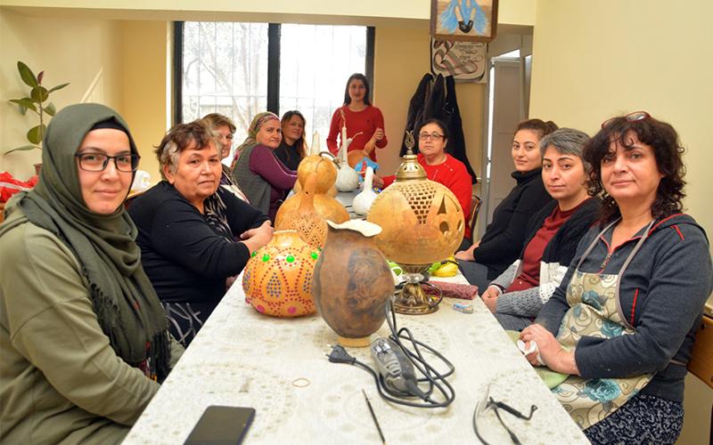 Sarayköy Halk Eğitim Merkezi kursiyerleri ustalarla buluşturuyor