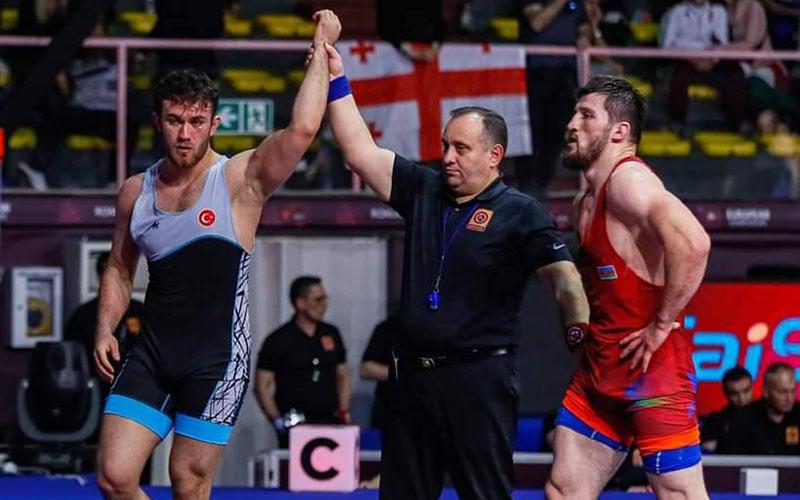 Denizlili Süleyman Karadeniz, güreşte Avrupa şampiyonu oldu