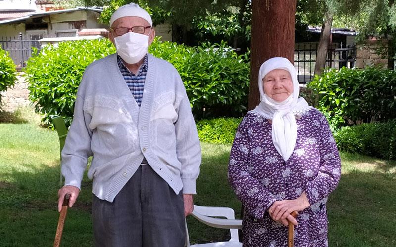 65 yaş üstündekiler ikinci kez evden çıktı
