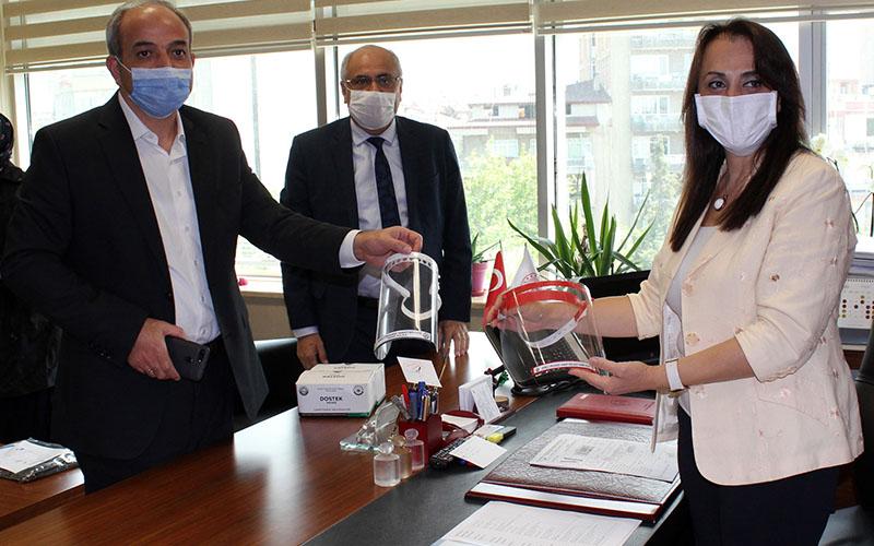 DOSTEK'den sağlık çalışanlarına maske ve önlük
