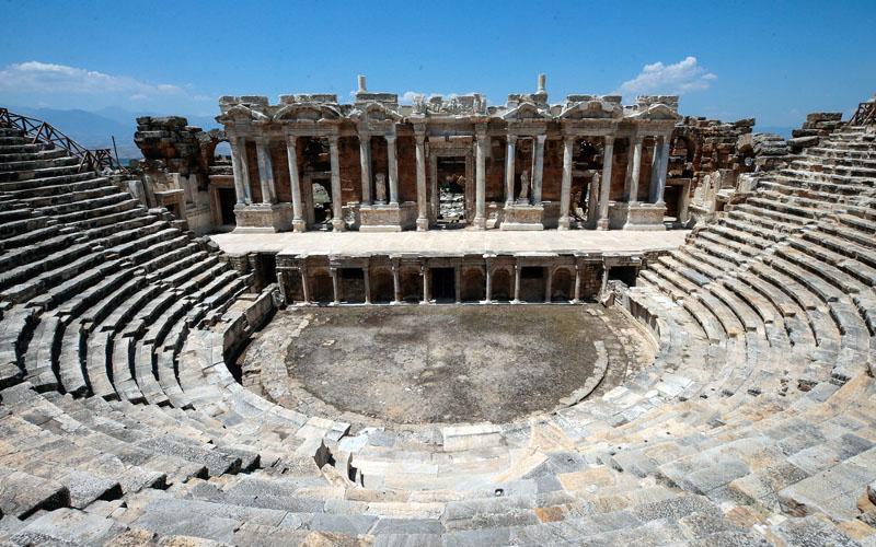 Hierapolis'teki Antik Tiyatro'da 7 Tepeden 7 Kıtaya konseri çekimleri
