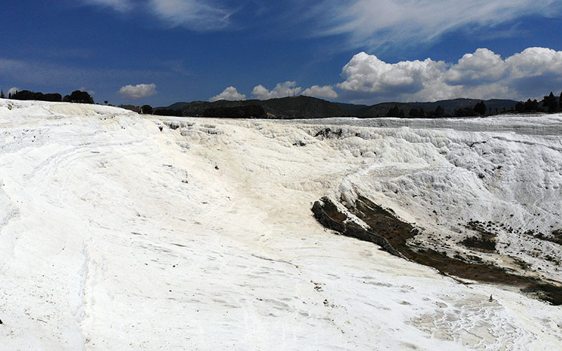 Pamukkale ve Karahayıt'ta turizmcilerin hedefi yerli turist